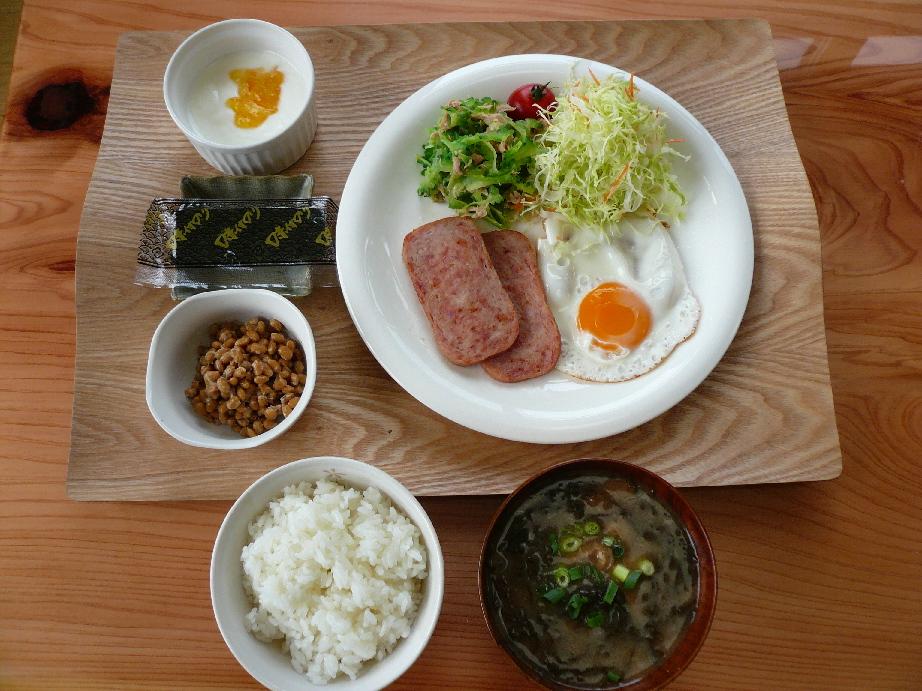 沖縄食材を使った朝食です!